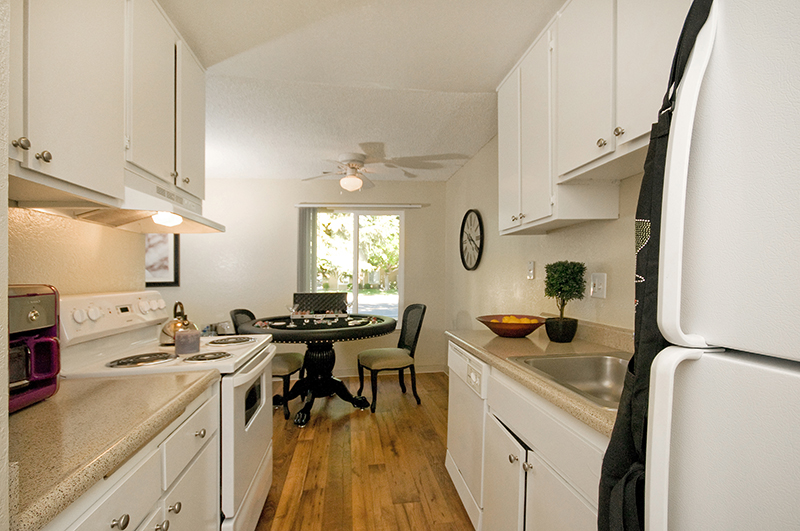 the-element-apartments-for-rent-reno-nv-89502-kitchen