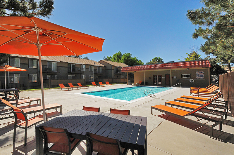 the-element-apartments-for-rent-reno-nv-89502-poolside-amenities